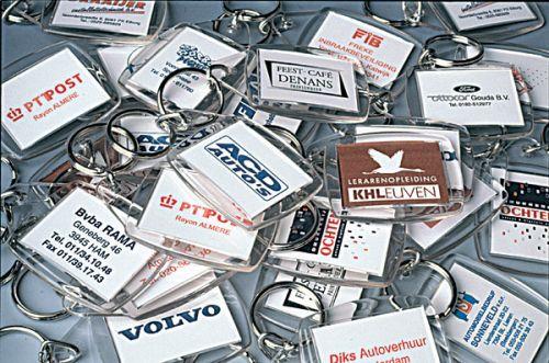 5200680SA3 KÚZELNÍK plast.prívesok na kľúče, transp.